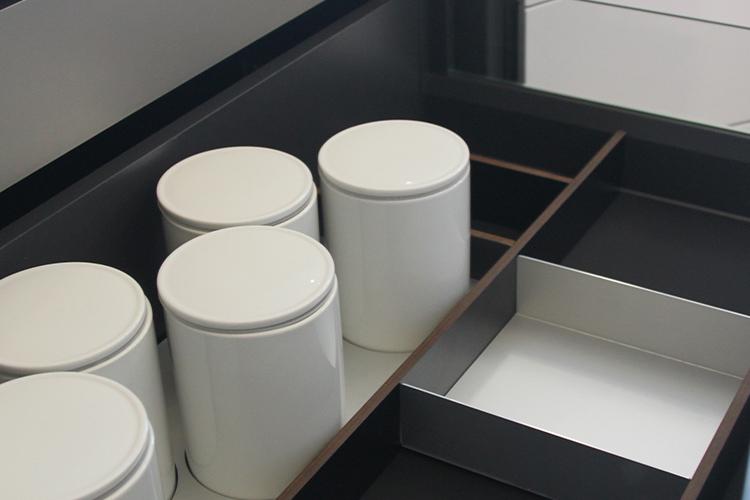 page_nos_accessoires-section-2-pot_porcelaine_et_aluminium